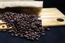 Free Coffee Beans And Burlap Royalty Free Stock Image - 23632376