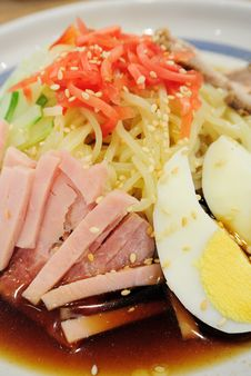 Free Japanese Cold Noodles Salad Royalty Free Stock Image - 23651876