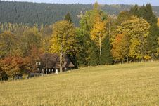 Free Holiday Cottage In The Fall Royalty Free Stock Image - 23651916