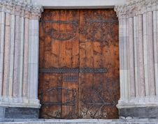 Free Cathedral Door Flanked By Columns Royalty Free Stock Photography - 23666907