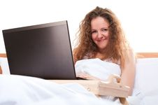 Free Woman With Laptop In Bed Royalty Free Stock Images - 23672119