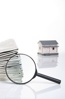 Free Searching On Newspapaer For A House Royalty Free Stock Images - 23679149