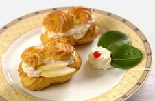 Free Biscuit With Pears And Cream Stock Images - 2371334