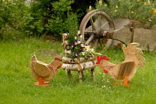 Free Rooster And Hen In The Garden Royalty Free Stock Photography - 2379627