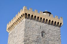 Free Battlements Of A Square Tower Royalty Free Stock Photos - 23707568