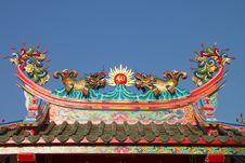 Free Golden Dragons On Roof Of Shrine Royalty Free Stock Photos - 23716328