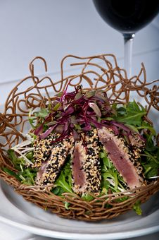 Free Seared Ahi Tuna Salad Royalty Free Stock Photo - 23717445