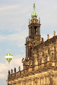 Free Detail Of A Castle With Hot Air Balloon Royalty Free Stock Image - 23729246