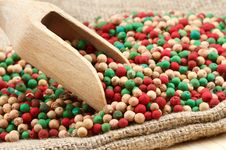 Free Colorful Peppercorns Mix, Wooden Scoop Royalty Free Stock Photography - 23746417