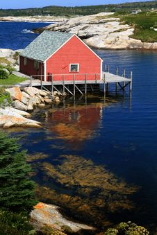 Free Red House On The Peggy Cove Royalty Free Stock Image - 23748126