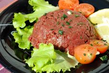 Free Raw Ground Beef With Vegetables Royalty Free Stock Photos - 23748498