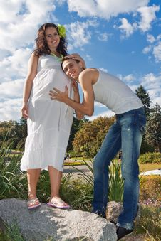 Free Pregnant Couple Royalty Free Stock Photos - 23764778