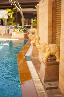 Free Orange Elephant Statues Fountain Stock Images - 23767394