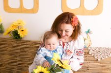 Free Mother And Child In Ukrainian Costumes Stock Images - 23769214