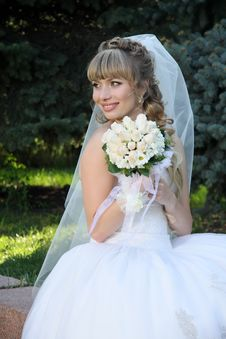 Free Bride With  Wedding Bouquet. Royalty Free Stock Photos - 23781158