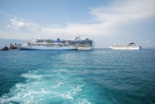 Free Cruiser Ships Royalty Free Stock Photos - 23789798
