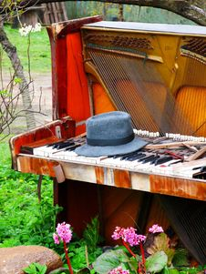 Free Old Grand Piano Royalty Free Stock Images - 2383339