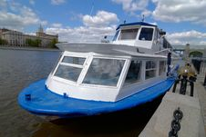 Free River Boat On Moscow River Royalty Free Stock Images - 2384549