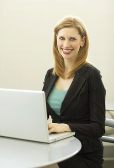 Free Businesswoman Uses Laptop Stock Images - 2386534