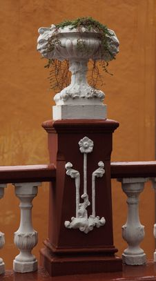 Free Classic Vase On Balustrade Royalty Free Stock Images - 23843249