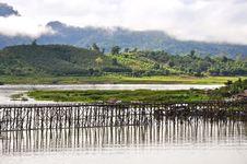 Free A Wood Bridge At Sangkhaburi Royalty Free Stock Photos - 23864598