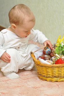 Free The Kid With A Basket Stock Photos - 23868563
