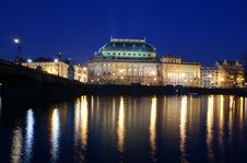 Free National Theater At Night In Prague Royalty Free Stock Photos - 23886648