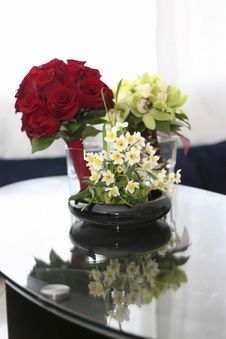 Free Flower Arrangement Royalty Free Stock Photo - 2393855