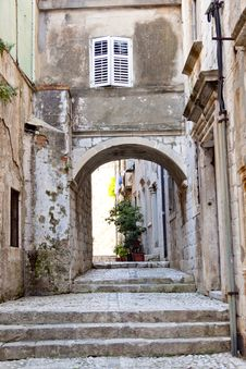 Narrow Alley In Dubrovnik Stock Images