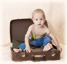 Free The Child And A Suitcase Royalty Free Stock Image - 23912536