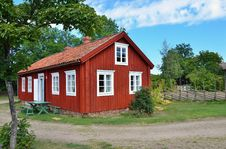 Free Typical Scandinavian Wooden House Royalty Free Stock Image - 23922136