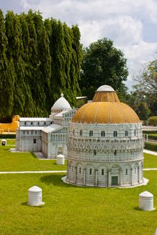 Free Beatiful Temple Mini Florence Royalty Free Stock Images - 23927019