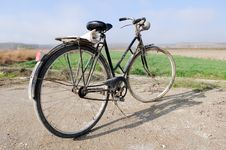 Free A Big Old Bicycle In The Rural Environment Royalty Free Stock Photography - 23929087
