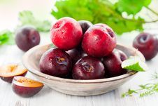 Free Fresh Plums Royalty Free Stock Images - 23931209