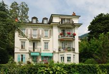 Free Swiss Mansion In The Middle Of Verdure. Stock Images - 23977554