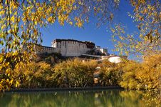 Potala Palace In Lhasa, Tibet, China Stock Photo