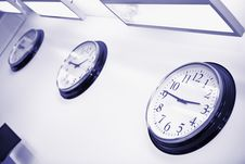 Free Wall Clocks In Office Stock Photography - 23990012