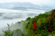 Free Fog Floats Across The Mountain On A Fall Day. Royalty Free Stock Photo - 23994785