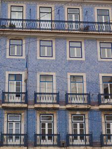Free Lisbon Windows And Balconies Royalty Free Stock Images - 23999229