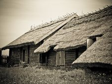 Free Old Wooden Houses Royalty Free Stock Images - 24044249