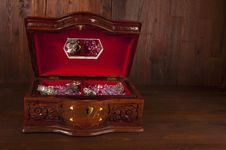 Free Treasure Chest Royalty Free Stock Photos - 24051718