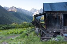 Free Ghost Town With An Old House. Stock Photography - 24064012
