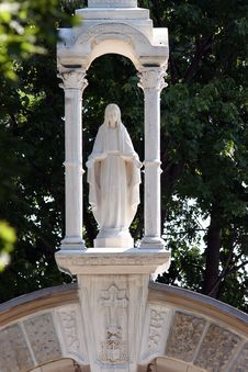 Free Statue Of Virgin Mary Stock Photos - 2411993
