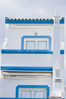 Free Typical Algarve Villa Royalty Free Stock Photography - 24102467