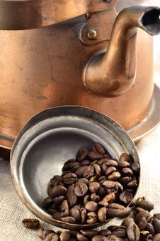 Free Coffee Beans Inside The Pot Lid Stock Images - 24103934