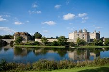 Free Landscape Of Leeds Castle Royalty Free Stock Images - 24139569