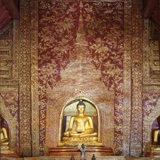 Free Phra Singh Statue Of Viharn Lai Kam Royalty Free Stock Photo - 24147915