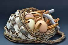 Free Rustic Country Style Easter Basket Stock Photography - 24148692