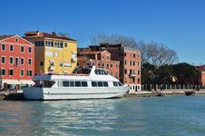 Free White Boat On The Pier. Venice, Italy. Royalty Free Stock Photo - 24186025