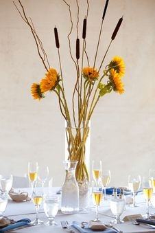 Free Wedding Table Centerpiece Stock Photo - 24191660